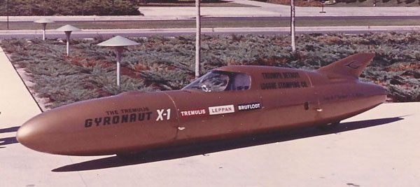 When Alex Tremulis made his designs, he made them to look like the 1964 Triumph Gyronaut that captured the absolute Land Speed Record for motorcycles in 1966.