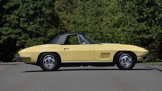 1967 Corvette for Sale at the Mecum Auction in Florida. This classic Corvette looks certainly beautiful from the side. The functional side fender vents were a new style with five slots in 1967.