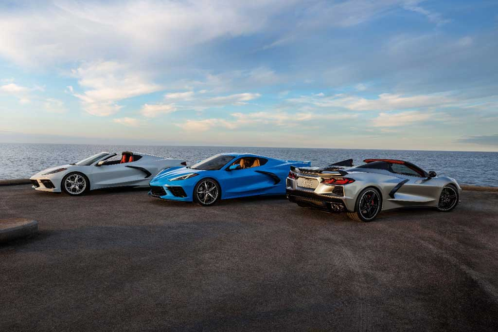 2021 Chevrolet Corvette Stingray Coupe and Convertible (far right in new Silver Flare Metallic) © General Motors
