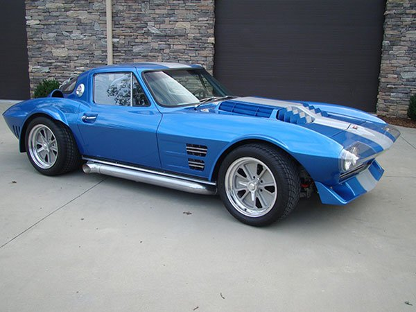 1964 Corvette Grand Sport replica. LT4 engine, tube chassis, A/C, PS, PW, Dana 44, headers, side pipes, roll cage, Corvette VIN #, built by Moongoose. Hendersonville, North Carolina, $91,500. Walt 954-695-2714