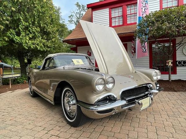 Another stunning early model Corvette.